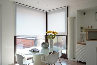 Luce e protezione dal sole con le tende a rullo filtranti
